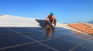 Rooftop Solar Reduces Summer Electricity Costs