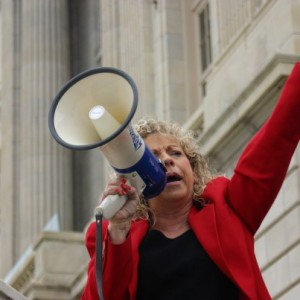 Green Tea Party Star Fights for Solar Power