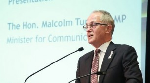 Queensland tackles Turnbull over dumping of renewable energy grants