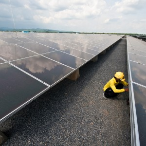As Oil Jobs Dry Up, Workers Turn to Solar Sector