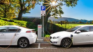 Charging Your Electric Car: The Advantages of Installing an Electric Vehicle Charging Station at Home